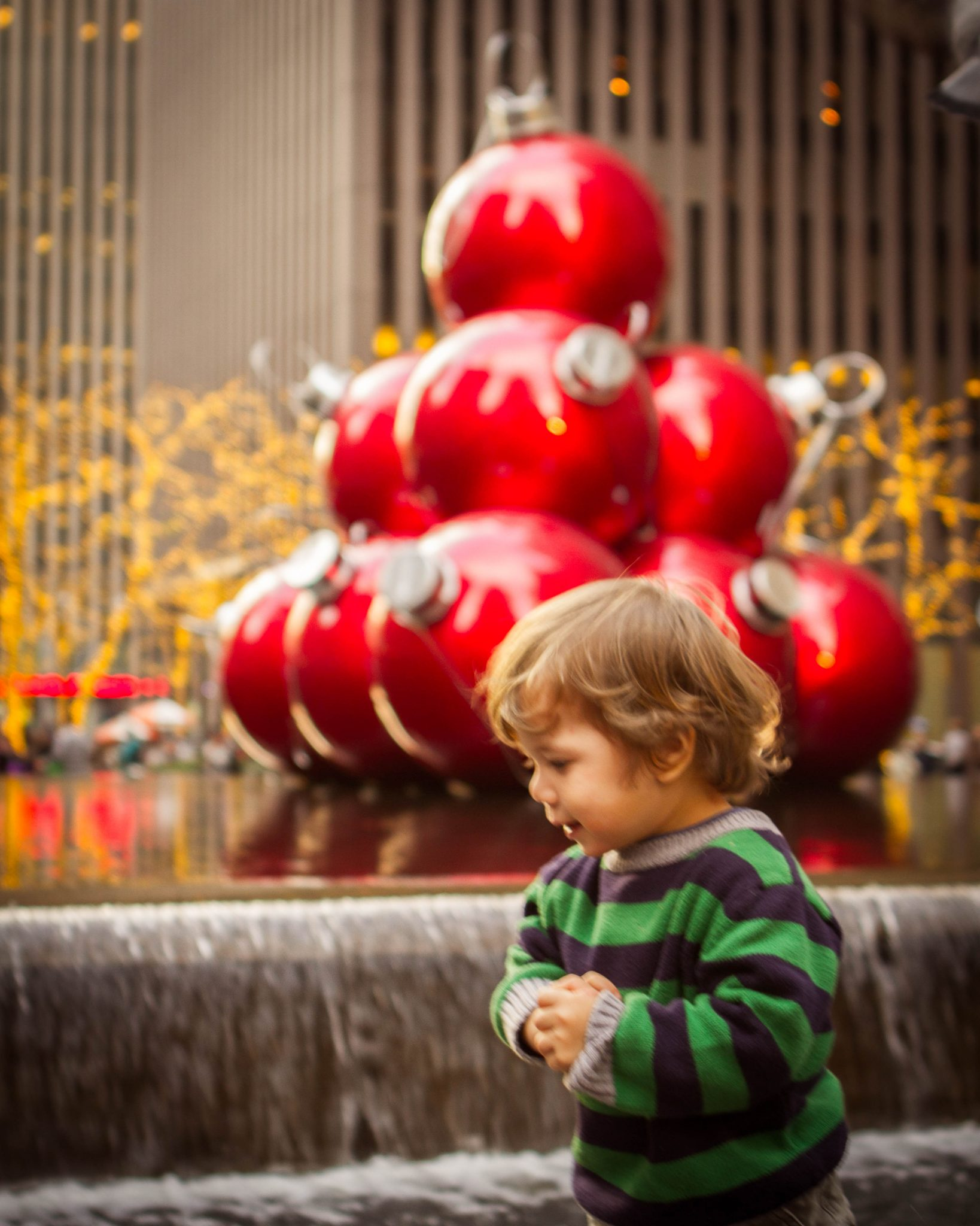 Manhattan does Christmas big - Dylan and the ornaments