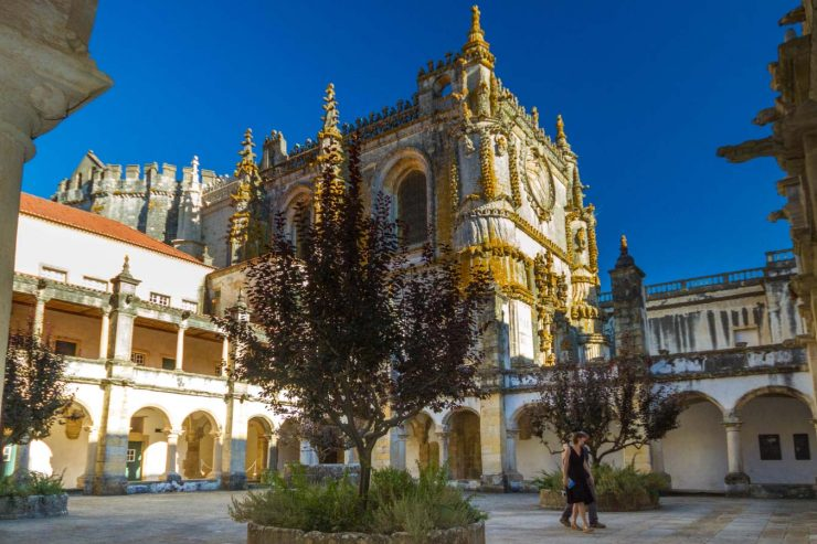 Can you visit the incredible cities of Alcobaca, Batalha, and Tomar in one day? Yes! We show you how to do it as a day trip from Lisbon Portugal