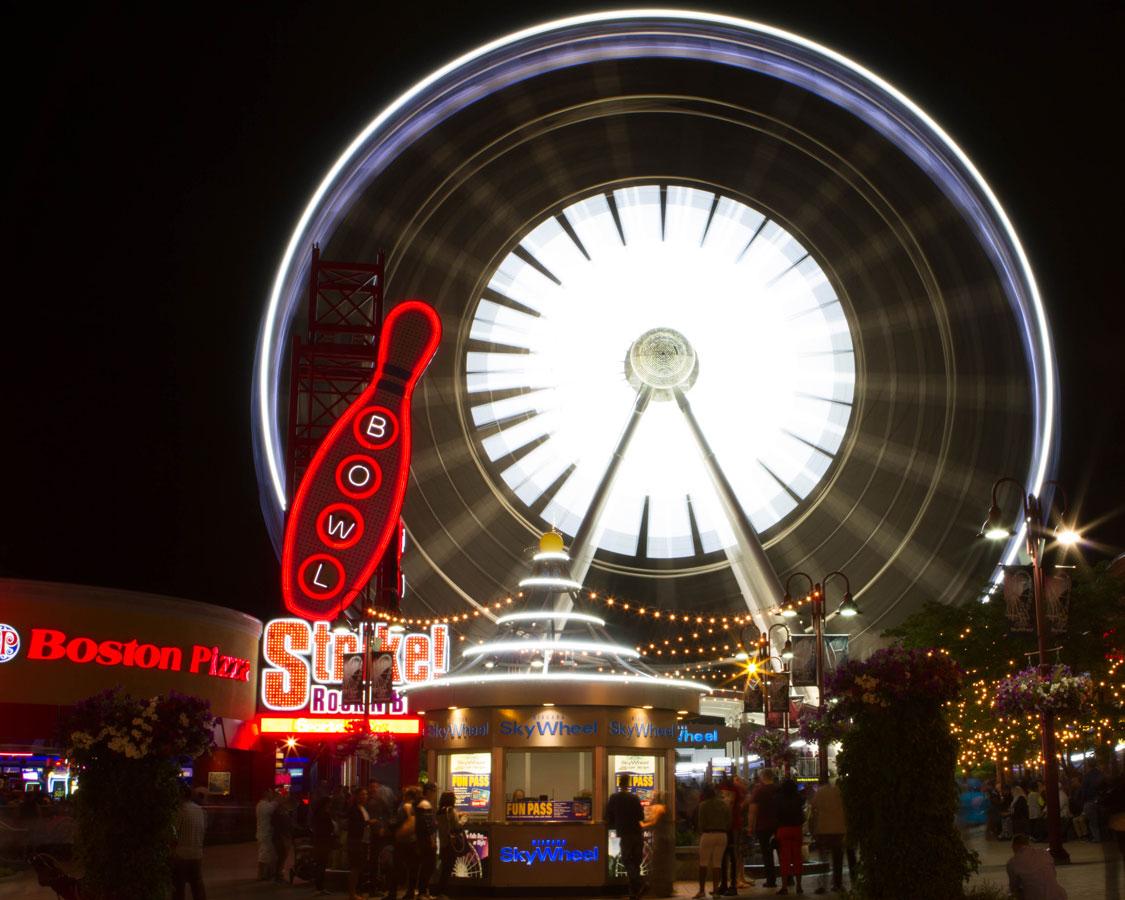 Niagara Falls Skywheel on Clifton Hill to experience winter in Niagara Falls with kids
