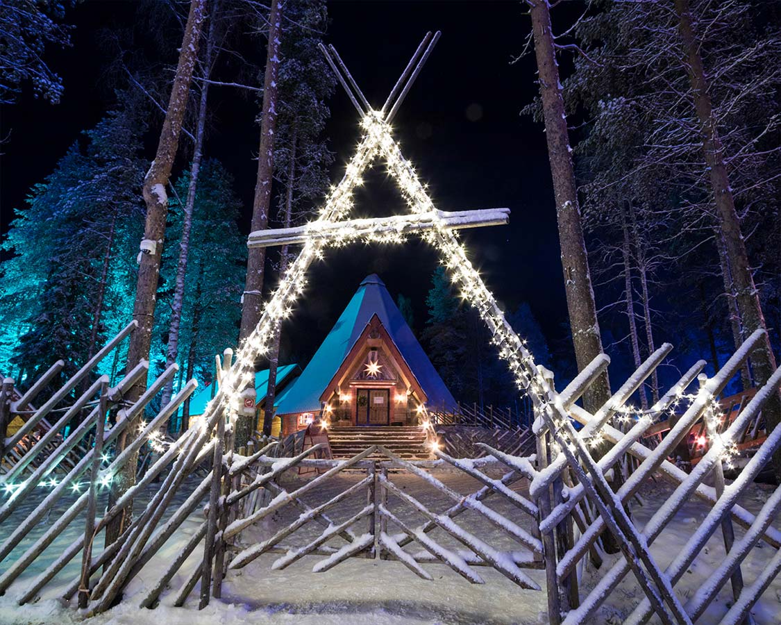 Santa-Claus-Village-Finland-at-night