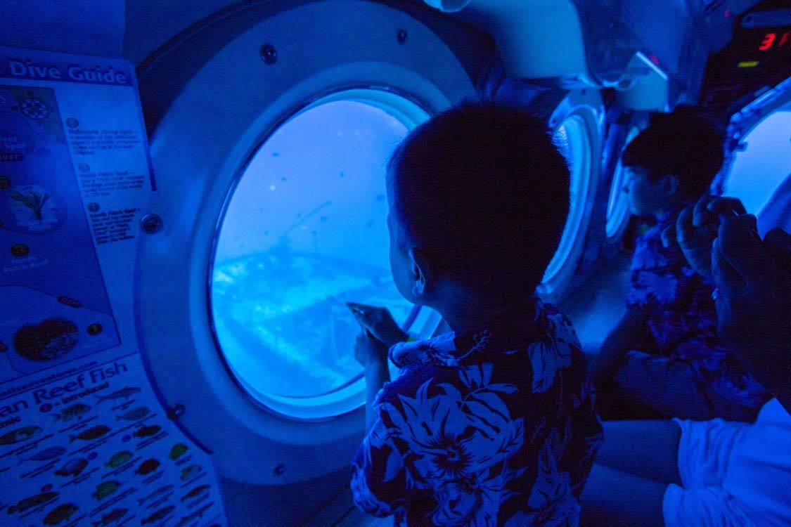 Submarine with kids in Maui