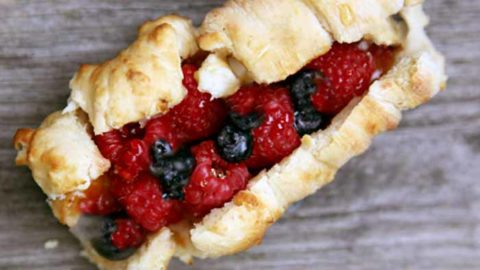 Easy Bannock and Berries recipe